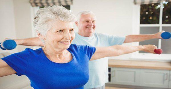 immagine del blog di esercizio di coppia di anziani
