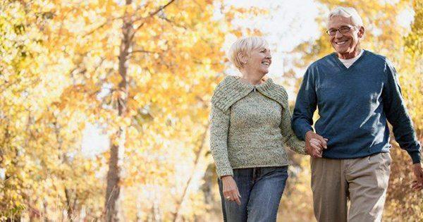 blog de imágenes de la pareja de ancianos caminando