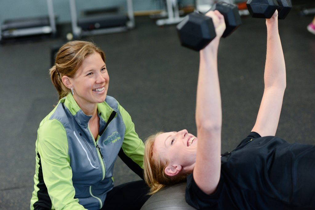blog de imágenes de la mujer que trabaja con manchas entrenadora