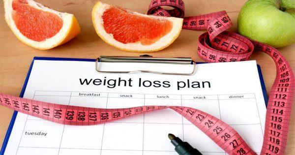 blog de imágenes de plan de pérdida de peso con frutas y cinta métrica