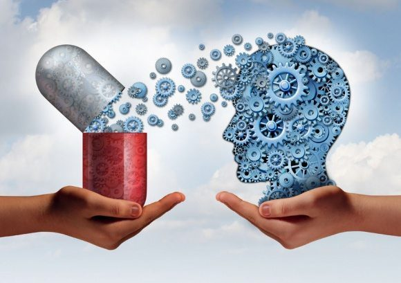 foto di blog di capsula di farmaci che entrano nella testa umana con gli ingranaggi