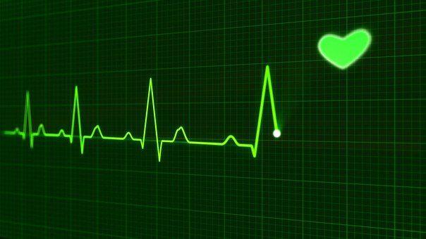 Immagine della macchina ekg che mostra una buona frequenza cardiaca