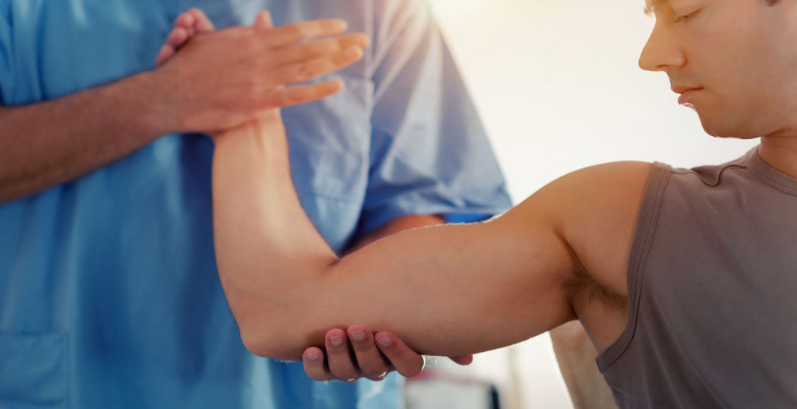 Atleta profesional en tratamiento quiropráctico el paso tx.