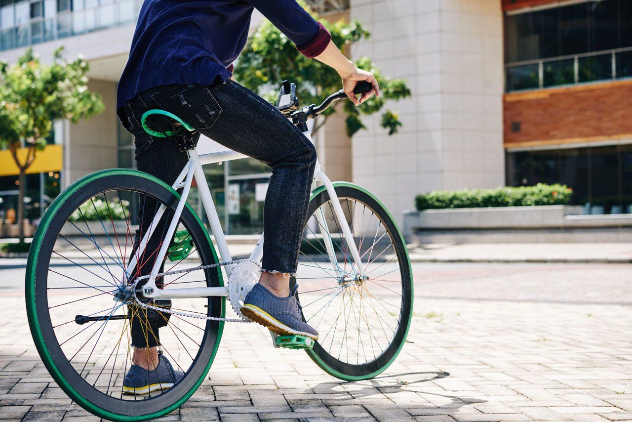11860 Vista Del Sol, Ste. 128 Andare in bicicletta e mal di schiena: cosa sapere