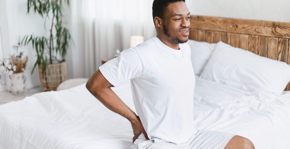 Levantar de manhã com as costas e dor no pescoço Quiropraxia traz alívio